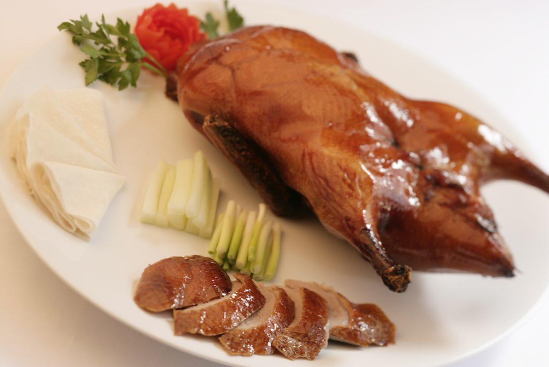 Dalam Setiap Kesempatan, Orang Cina Selalu Menyajikan Makanan Enak